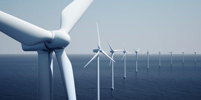 Energie Windmolens op een lijn op zee Istock