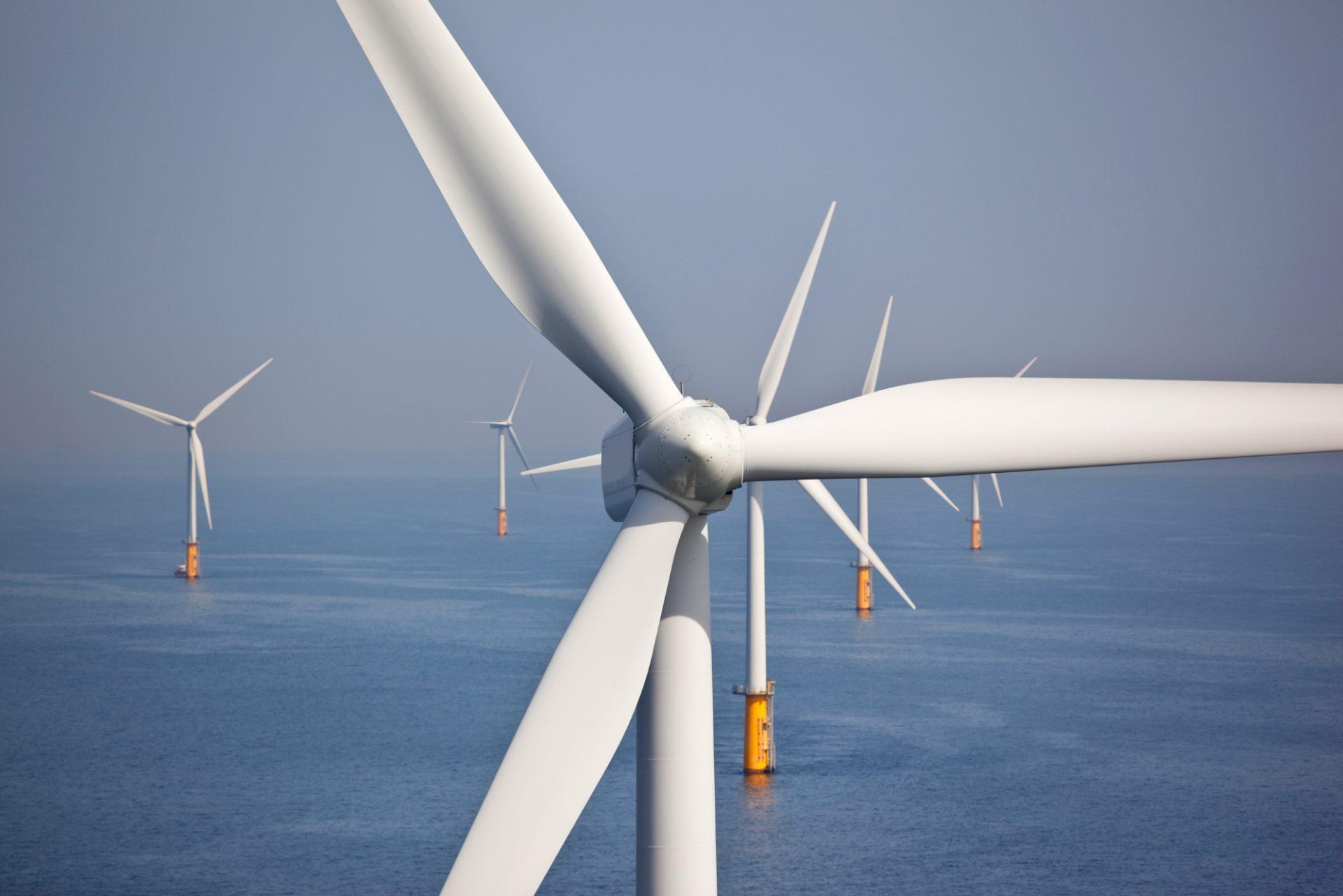 Energie Windmolens zee lucht Istock